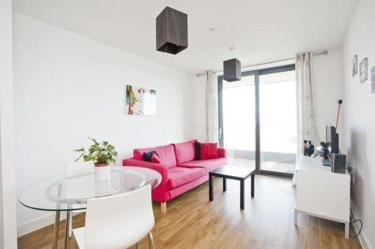 SPACIOUS MODERN 1 BEDROOM APARTMENT WATERSIDE HEIGHTS ROYAL DOCKS E16 CANARY WHARF CANNING TOWN