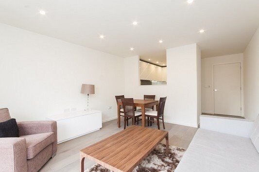 DESIGNER FURNISHED ONE BEDROOM APARTMENT AVAILABLE TO RENT IN EC1V HOLBORN, WORCESTER POINT.