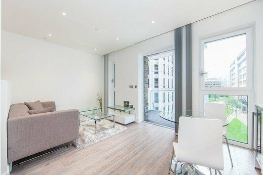 DESIGNER FURNISHED LUXURY STUDIO SUITE / 1 BED APARTMENT BALCONY GYM CONCIERGE ALDGATE SHOREDITCH E1