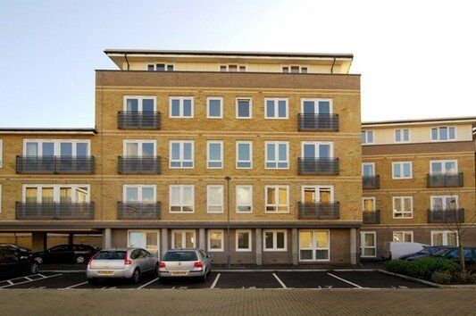 DESIGNER FURNISHED ONE BEDROOM APARTMENT IN BOW E3 WITH BALCONY, BOW CHURCH DLR, BOW TUBE! THE CITY!
