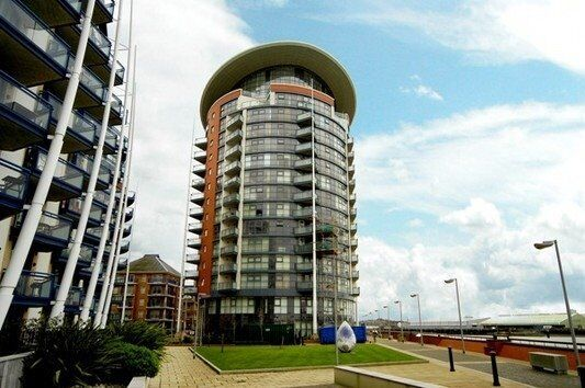 DESIGNER FURNISHED 2 BED 2 BATH IN E14 DOCKLANDS / CANARY WHARF 11th FLR GYM CONCIERGE RIVER VIEWS