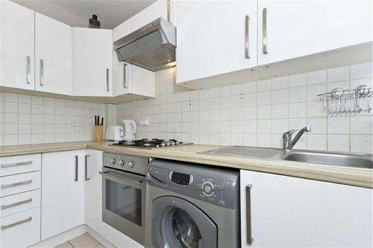 Three double bedroom apartment - West Wimbledon