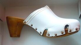 LEATHER CLOGS/MULES