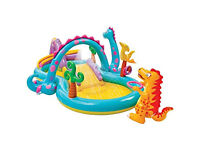 INTEX DINOSAUR WATER PLAY CENTRE – PADDLING POOL – KIDS SWIMMING POOL WITH WATER SPRAY ARCHMOVEABLE