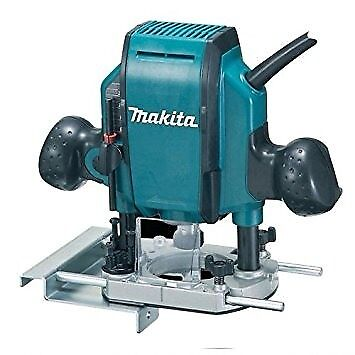BNIB Makita 1/4-inch/ 3/8-inch 240V RP0900X/2 900W Plunge Router with Hard Case.