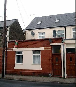 First Floor Two Bedroom Flat. £780 including Gas,Water and Electricity Available 01/07/2017