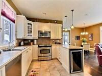 Chic semi, fully furnished, 20 min to downtown!