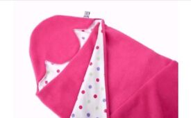Like new - size 2 pink fleece Morrck car seat hoody blanket