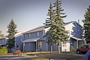 3 Bed Townhome - Calgary - Pet Friendly - Don't Pay Until July!