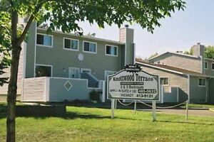 Great Deal! MIllwoods 3 Bedroom Townhome-Free TV & Internet