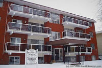 Just off Whyte Ave 1 bd Apt  In-suite Laundry/Dishwasher June 1