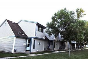 GREAT DEAL CASTLEDOWNS 3 BEDROOM TOWNHOUSE $1150 ON 1 YR LEASE