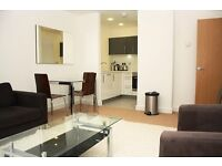Luxury 1 bed in OXLEY SQUARE ST ANDREWS MILE END E3 **BALCONY GATED** BOW ROAD CHURCH BROMLEY DEVONS