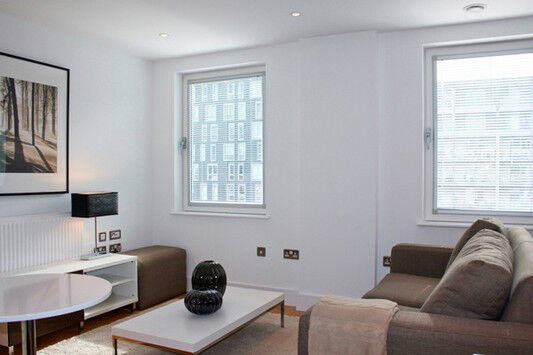 Luxury 1 bed INDESCON SQUARE CANARY WHARF E14 SOUTH/HERON QUAY CROSSHARBOUR DOCKLANDS