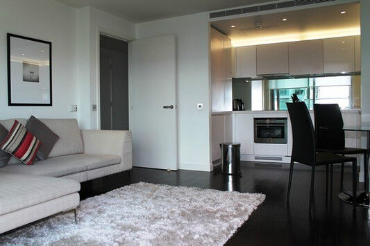 Luxury 1 bed PAN PENINSULA E14 **CONCIERGE GYM CINEMA** CANARY WHARF SOUTH/HERRON QUAYS CROSSHARBOUR