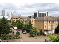 @ Well located two bedroom apartment in E14 - close to DLR station & Docks - huge amounts of storage