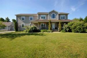 Millard Court - Spacious Family Home with lots of garage space!
