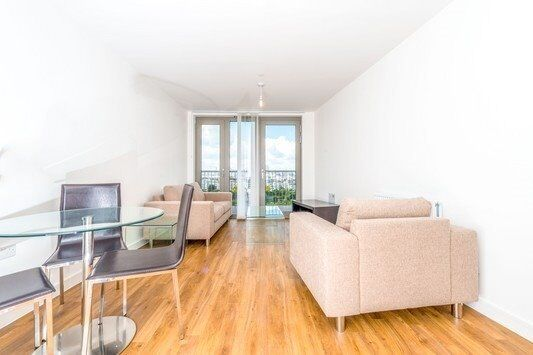 # Stunning new 1 bed available now in Royal Docks - E16 - excellent price - call quick!!