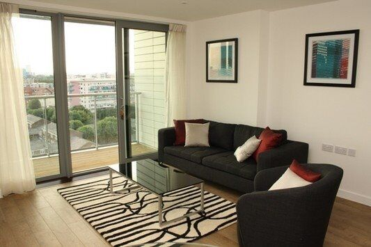 2 BED 2 BATHROOM APARTMENT 11th FLOOR, FULLY DESIGNER FURNISHED IN E14 WESTFERRY DLR CANARY WHARF