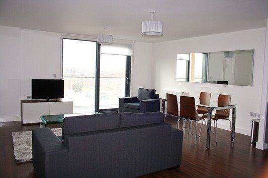 STUNNING DESIGNER FURNISHED 3 BED 2 BATH APARTMENT IN DALSTON SQUARE! E8 DALSTON JUNCTION!
