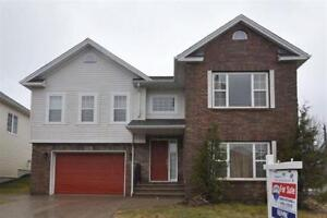 Family Home w. Attached Garage & Near Amenities