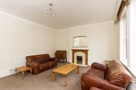 Five double bedroom house to let with two bathrooms, located in the heart of Parsons Green