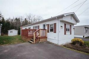 Great mini home in Westphal Park!