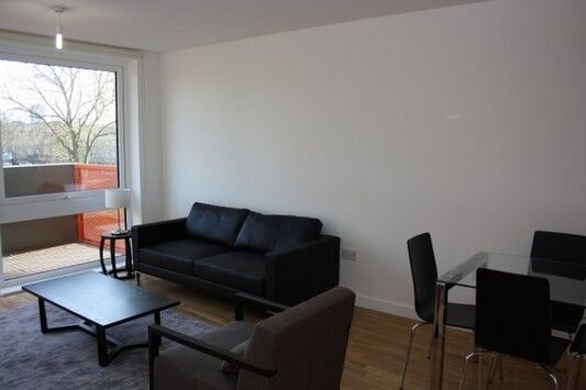 2 bedroom flat in Sculpture House, Killick Way, Stepney Green E1