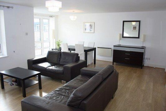 FULLY DESIGNER FURNISHED 2 BED 2 BATH APARTMENT ST DAVIDS SQUARE DOCKLANDS CANARY WHARF GYM POOL SPA