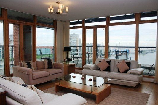 BEAUTIFUL FURNISHED 2 BED 2 BATH APARTMENT ROYAL DOCKS E16 E14 WRAP AROUND BALCONY & PARKING!