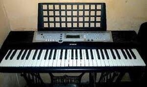 Clavier Piano Yamaha PSR E203 de 61 touches excellente condition