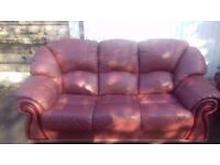Beautiful Three Piece Leather Suite in Good Condition