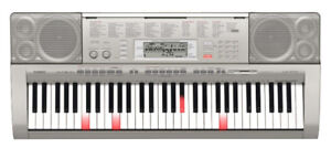 Casio LK-270 lighted 61 key Keyboard in excellent condition.