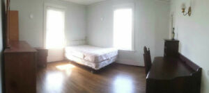 Spacious Rooms available at Askin, Step to U of W