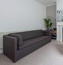 Couch / fold out bed