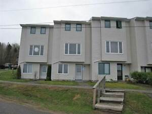 525 Harbour View Cres