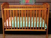Bassinette / couchette / lit de bébé en bois naturel + matelas