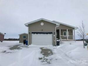 Homes for Sale in Sanford, Manitoba $259,900
