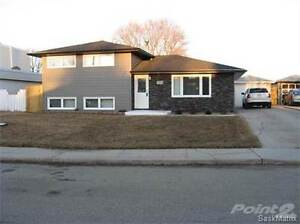 1319 KING CRES