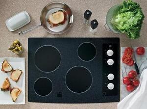 2 modèles de plaque de cuisson en vitrocéramique noire 30'', GE