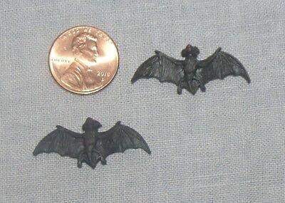 Pair of BATS HALLOWEEN DOLLHOUSE MINIATURES 1:12 SCALE](Plastic Bats Halloween)
