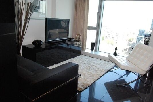 Studio flat in Pan Peninsula East, Pan Peninsula Square, Canary Wharf