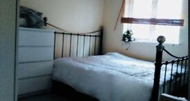 Double Room available for rent, bills included .. Great location E14