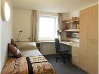 DOUBLE ROOM IN OLD STREET ONLY 130 PW