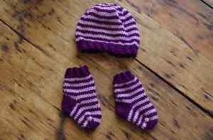 Bonnet / tuque et bas chaussettes pour bébé