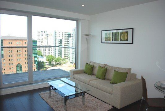 DESIGNER FURNISHED LUXURY 1 BEDROOM APARTMENT IN BALTIMORE WHARF CANARY WHARD E14 BALCONY CONCIERGE