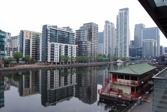 - Modern 2 bedroom 2 bathroom property with pool and gym facilities available in Baltimore Wharf E14