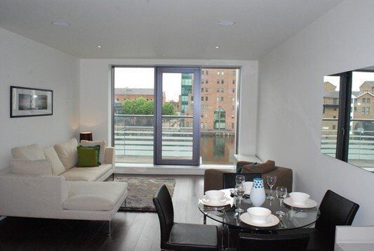 # Stunning 2 bed 2 bath coming available now in Baltimore Wharf - Canary wharf!!