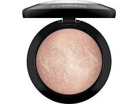 MAC BEST SELLER - Soft And Gentle Highlighter (FREE P&P) + FREE Prep & Prime Sample.