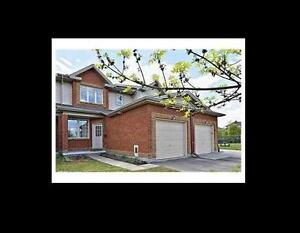 Lovely 3 Bedroom Townhouse at Greenboro Area For Rent